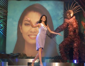 Miriam Quiambao performs on stage May 25 during the final dress rehearsal for the 1999 Miss Universe Pageant